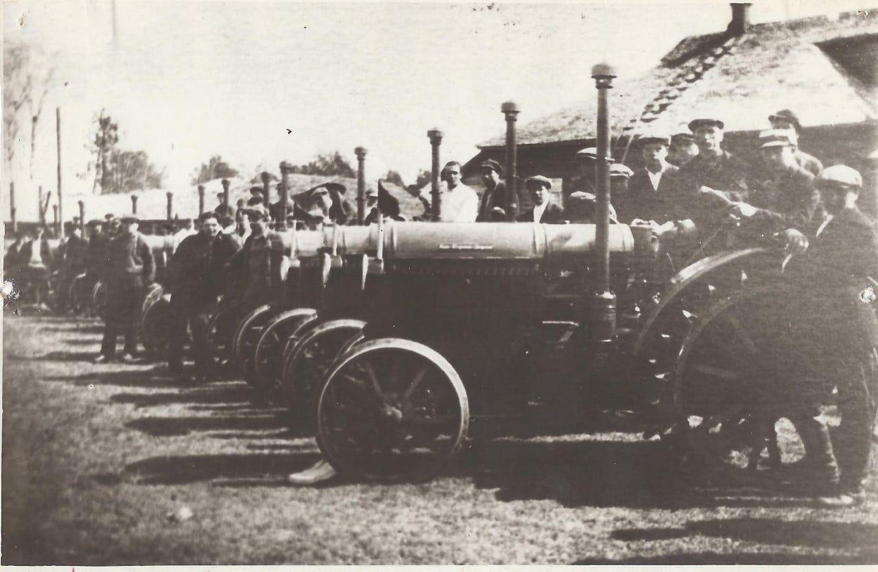 Тракторный парк Максатихинской МТС перед весенним севом. 1934 год