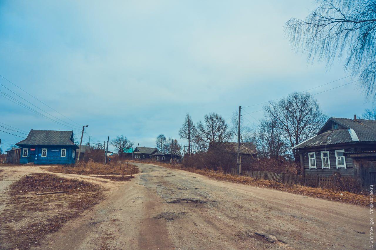Центральная улица в селе Трестна Максатихинского района Тверской области