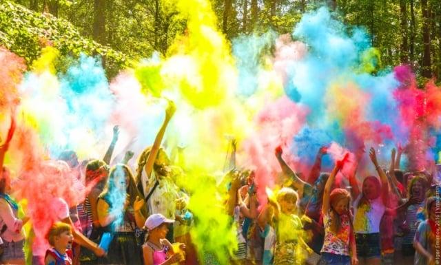 Фестиваль красок в посёлке Максатиха