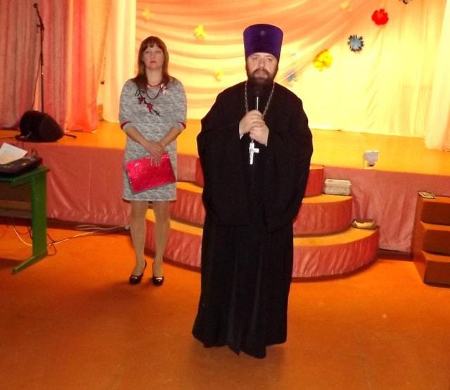 Выступления отца Виталия на благотворительном концерте