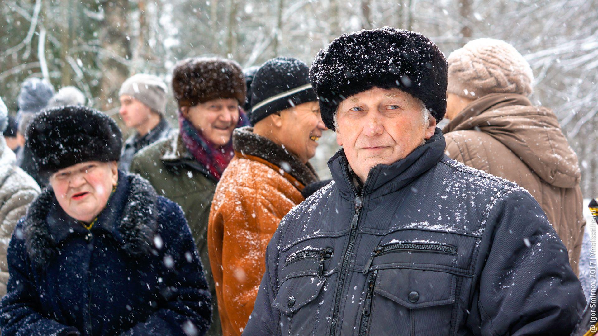 Ветераны на митинге на Братском кладбище посёлка Максатиха