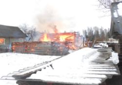 В поселке Малышево сгорел дачный дом