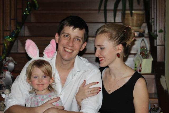 Антон Морозов с женой и дочерью