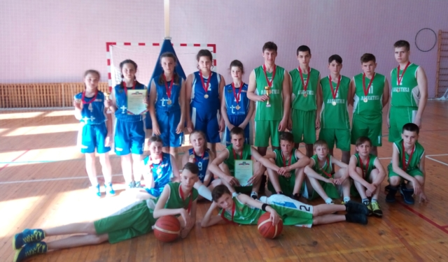 Максатихинские команды юношей и девушек по баскетболу
