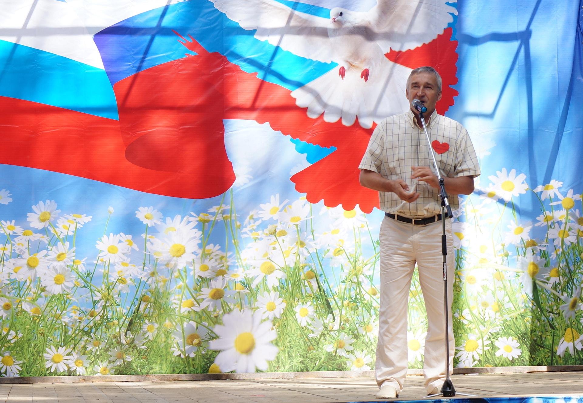 Александр Леонидович Кушнарёв поздравляет максатихинцев