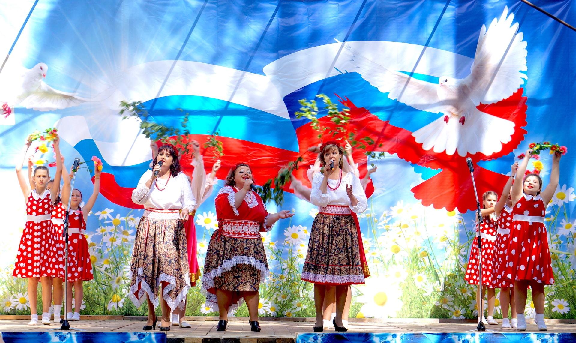 Трио Лолеан на Дне посёлка Максатиха и Максатихинского района