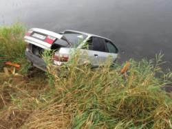 В Максатихинском районе водитель на Ауди съехал в реку Молога и погиб