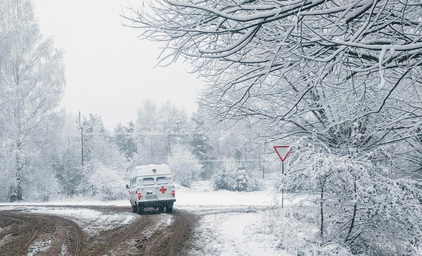 Первый снегопад в посёлке Максатиха в 2017 году