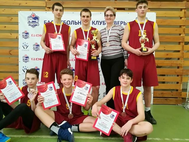 Максатихинская команда юношей по баскетболу