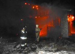 На проезде Строителей посёлка Максатиха сгорел склад стройматериалов