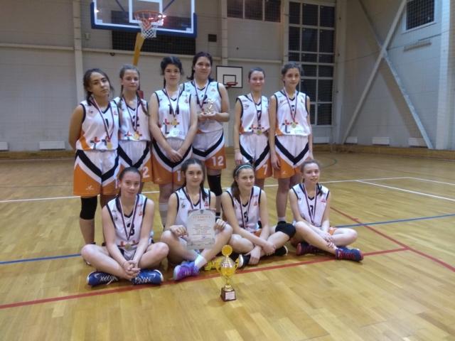 В Максатихе прошли соревнования по баскетболу среди девушек